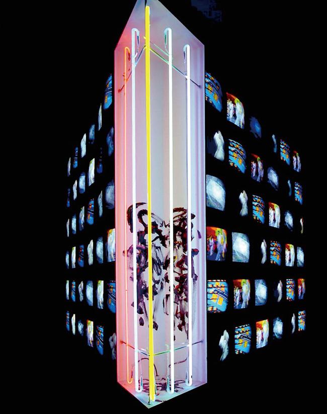 ナムジュン・パイク『時は三角形』(1993年)※過去に同館で開催された展示風景より