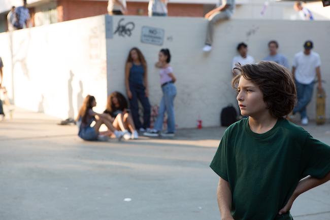 プロのスケートボーダーで俳優のサニー・スリッチ。ヨルゴス・ランティモス監督『聖なる鹿殺し キリング・オブ・セイクリット・ディア』(17)、ガス・ヴァン・サント監督『ドントウォーリー』(18)などに出演。本作撮影時は11歳。ジョナ・ヒルとはスケートパークで出会った。