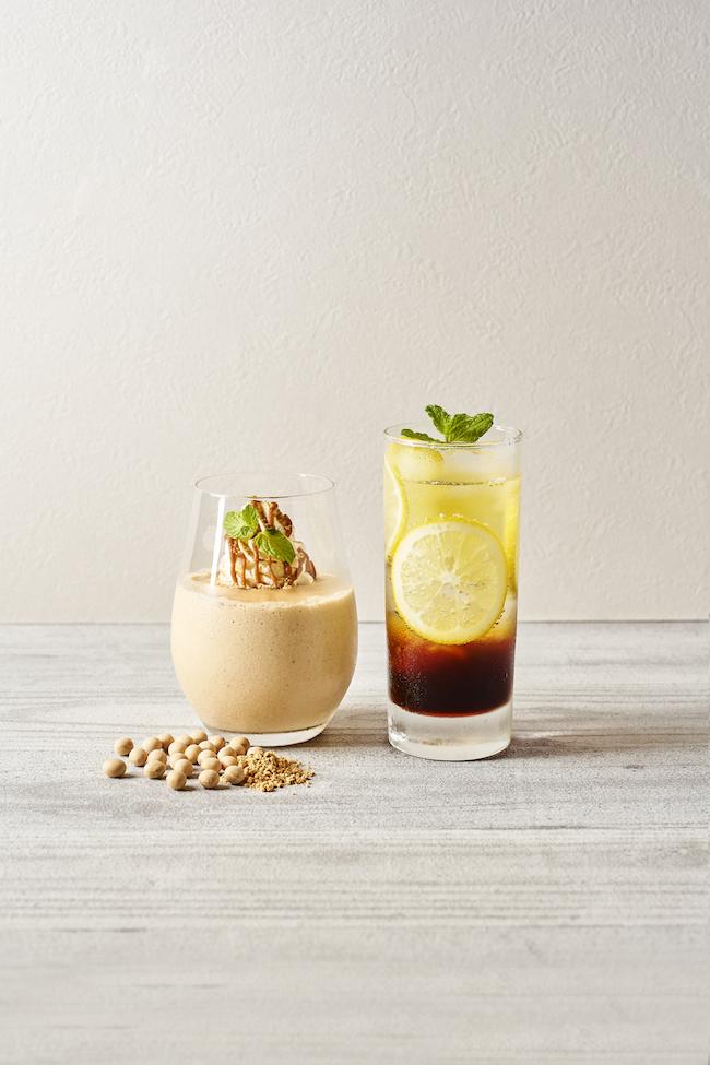 「自家焙煎きな粉とバナナのスムージー」¥700「紅茶のソーダ」¥600