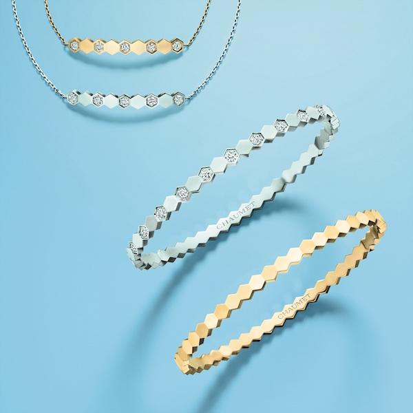 <左上から>ブレスレット(ピンクゴールド、ダイヤモンド)¥257,000   ブレスレット(ホワイトゴールド、ダイヤモンド)¥276,000   ブレスレット(ホワイトゴールド、ダイヤモンド)¥1,140,000 ブレスレット(イエローゴールド) ¥538,000