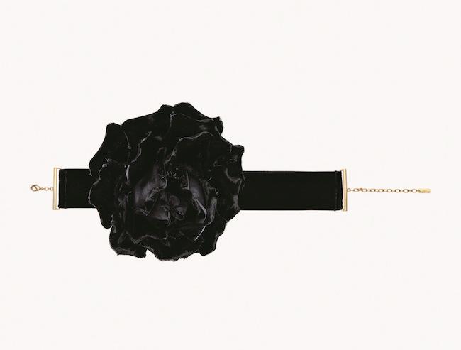 チョーカー ¥105,000/Saint Laurent by Anthony Vaccarello(サンローラン クライアントサービス 0120-95-2746)
