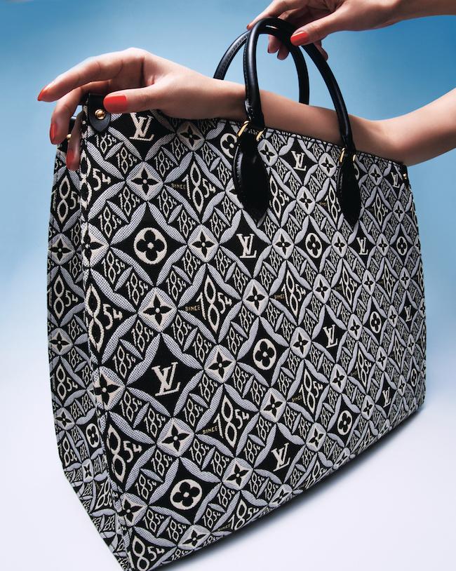 バッグ「ONTHEGO」(W41×H34×D19cm)¥335,000(予定価格)/Louis Vuitton(ルイ・ヴィトン クライアントサービス 0120-00-1854)
