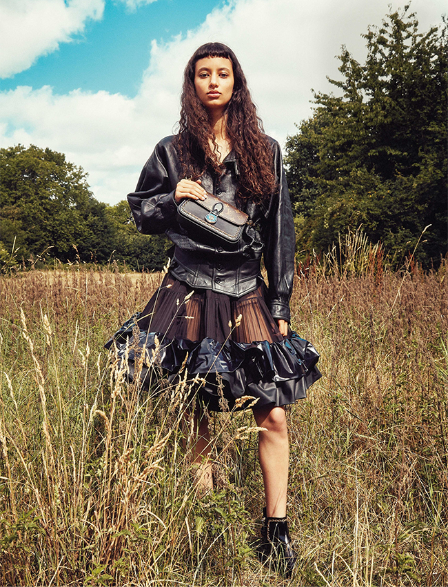 ジャケット スカート バッグ すべて参考商品 シューズ¥228,000 (予定価格) /すべてLouis Vuitton(ルイ・ヴィトン クライアントサービス 0120-00-1854)