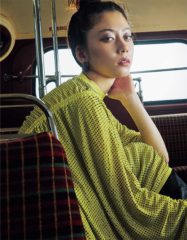 ドレス¥5,564,000 ブーツ¥210,000/ともにBottega Veneta(ボッテガ・ヴェネタ ジャパン 0120-60-1966)