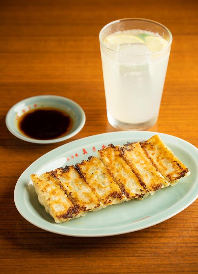 餃子(6個)¥450、レモンサワー¥650