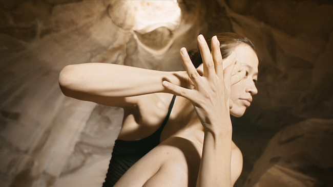 [Bloomer]キャプチャ Choreographer / Dancer : Kakizaki Mariko (柿崎麻莉子) Director : Benjamin Seroussi (ベンジャマン・セルッシ)
