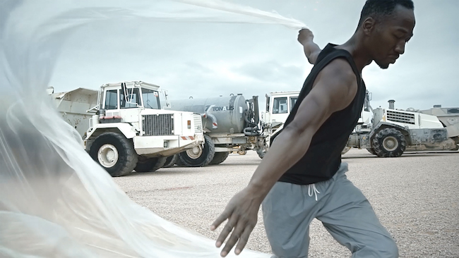 [Near-Perfect Synchronization]キャプチャ Choreographer / Dancer : Amala Dianor (アマラ・ディアノール) Director : Benjamin Seroussi (ベンジャマン・セルッシ)