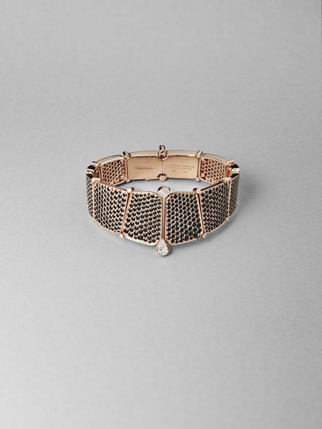 ブレスレット《ニロティカス》(PG×ブラックスピネル×ダイヤモンド) ¥14,230,000(参考価格)/Hermès(エルメスジャポン) ©︎Maud Révy-Lonvis