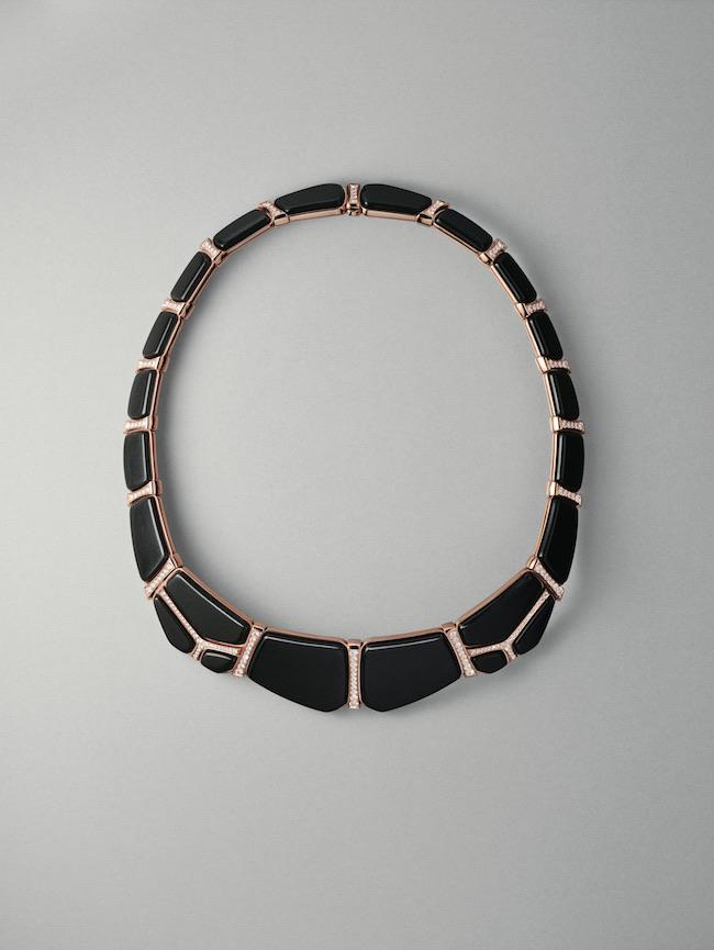 ネックレス《ニロティカス・リュミエール》(PG×ブラックジェイド×ダイヤモンド) ¥10,310,000(参考価格)/Hermès(エルメスジャポン) ©Maud Rémy-Lonvis