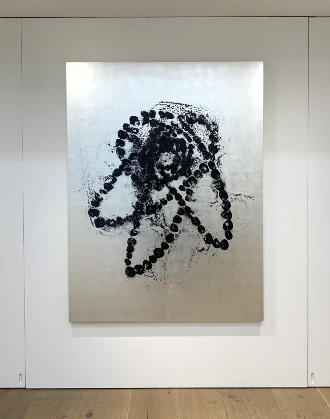 こちらはペインティングの展示作品のうちの1点。サイズは164×124×5cm。