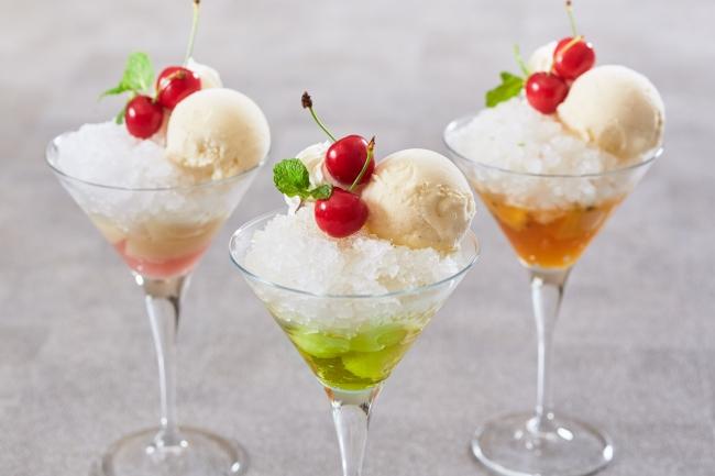 大人のクリームソーダパフェ(ピーチ、メロン、マンゴー&パッションフルーツ)各¥2,000 (税・サービス料別