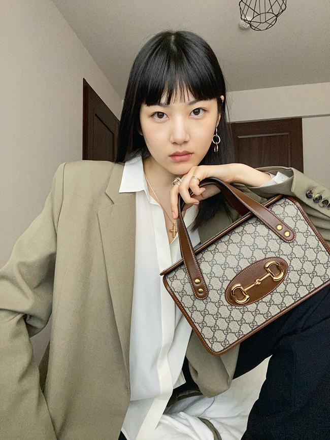 ブランドを象徴するホースビットをコンパクトで軽やかなボストンバッグに配して。バッグ「グッチ 1955 ホースビット」¥177,000/Gucci(グッチ ジャパン 0120-99-2177)