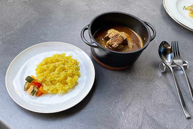 MOTOMU'S A5ランク黒毛和牛のスープカレー(サラダ、クミンライス、コーヒー or 紅茶付き)¥2,000(税込)