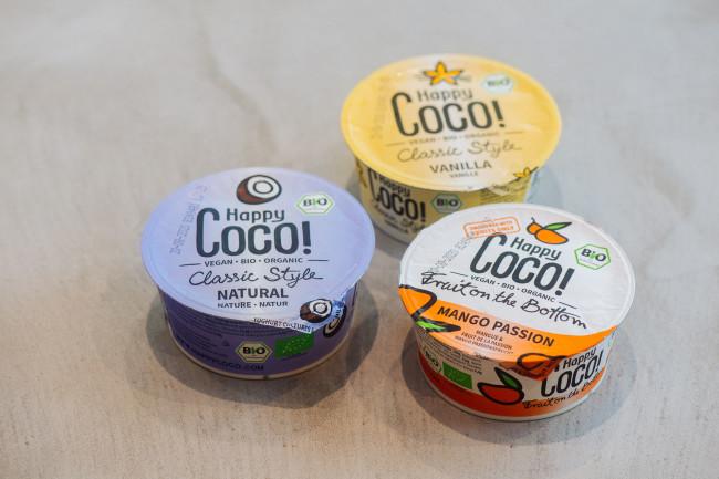 <右>ハッピーココグルト マンゴーパッション <上>同 バニラ  <左>同 ナチュラル 各125g  ¥598