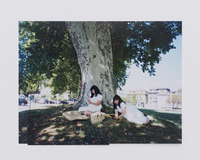 fumiko imano『reading under the tree/vevey/switzerland/2018』(2018/2020) © fumiko imano, Courtesy of KOSAKU KANECHIKA