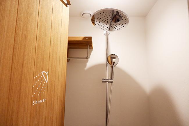 清潔なシャワー室