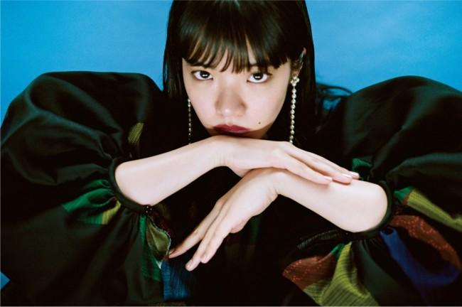 ドレス ¥554,000 ピアス¥60,000/ともにLoewe(ロエベ ジャパン クライアントサービス 03-6215-6116)