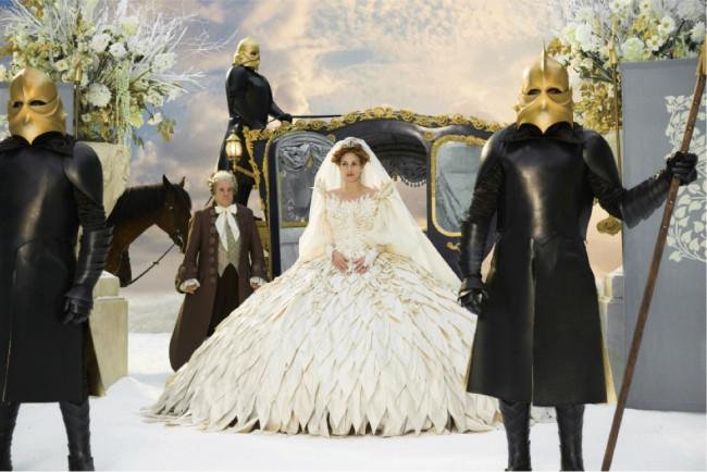 映画『白雪姫と鏡の女王』(ターセム・シン監督、2012年)衣装デザイン ©2012-2020 UV RML NL Assets LLC. All Rights Reserved.
