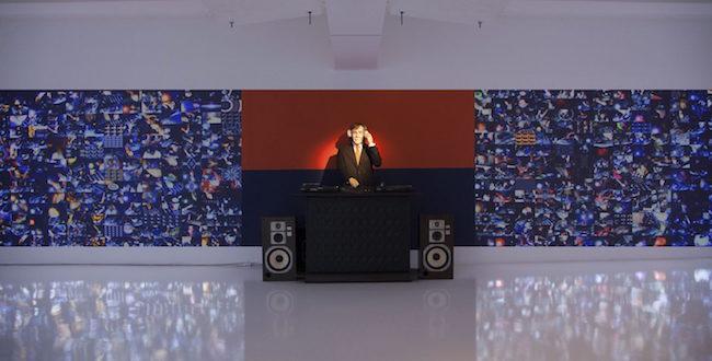 宇川直宏 参考作『DJ JOHN CAGE & THE 1000 WORLD WIDE DJS』2015、3331 Arts Chiyoda/金沢21世紀美術館 Courtesy of ANOMALY