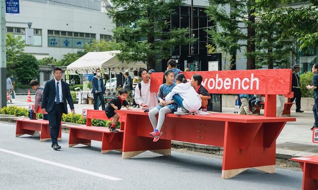 グランドレベル(田中元子+大西正紀)『TOKYO BENCH PROJECT 2019-2020』2019、中央区京橋、東京ビエンナーレ2020プレイベントにて実施
