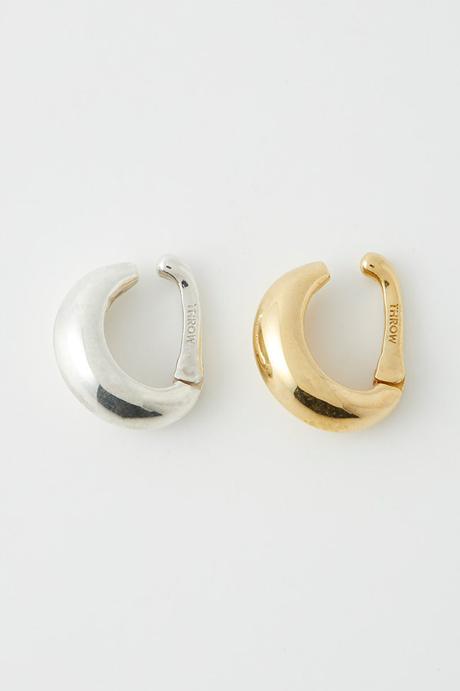 「KNOWHOW jewelry AND THROW by SLY」MOON EAR CUFF(ゴールド)¥15,500(シルバー)¥14,500