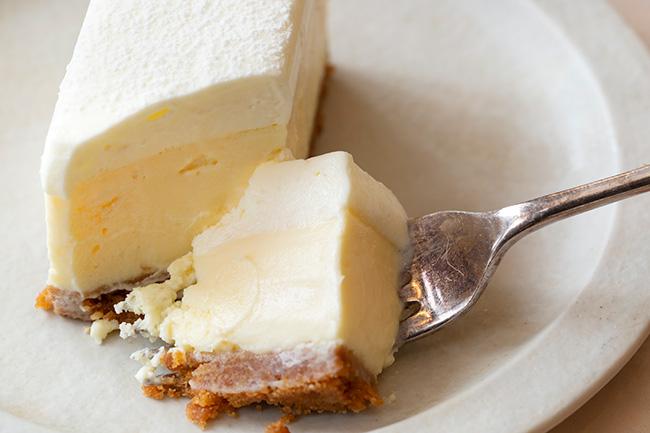 ザ・チーズケーキ(16×7×4.5cm)¥2,500(税抜)
