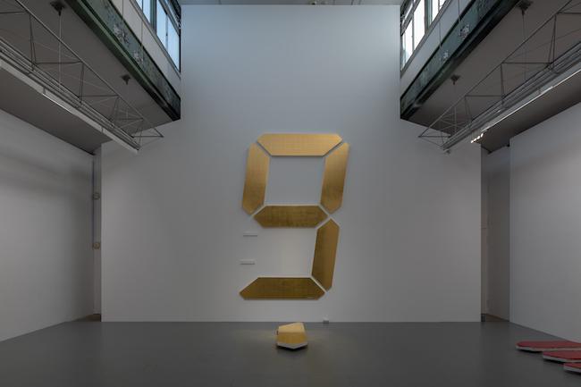 """宮島達男「Uncertain」(2020年)展示風景 Installation view of """"Uncertain"""" (2020) by Tatsuo Miyajima at SCAI THE BATHHOUSE, Tokyo.  Photo by Nobutada Omote. Courtesy the artist and SCAI THE BATHHOUSE."""