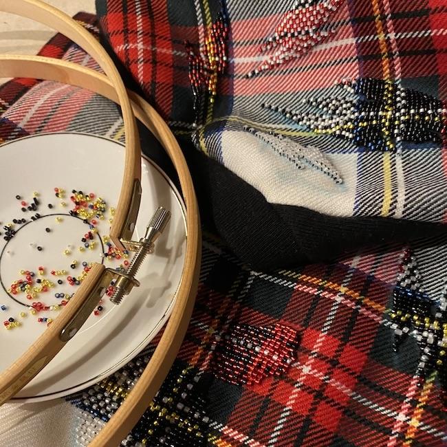 すべて手刺繍で仕上げられています。
