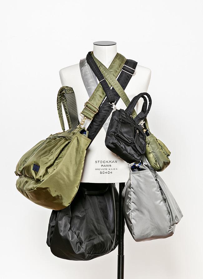 「Pocket Tote Bag」ラージ¥63,000 ミディアム¥54,000 スモール¥39,000 「Double Pocket Backpack」¥72,000 ※ライトグレー×ブルーはオンラインストア限定