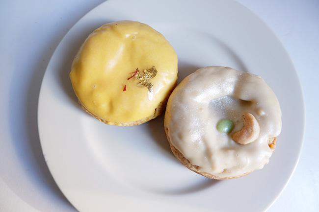 (左)ヤクルトとゆずのグラブジャムンクッキー(右)柿ジャムとカシューナッツファッジのカジュカティクッキー