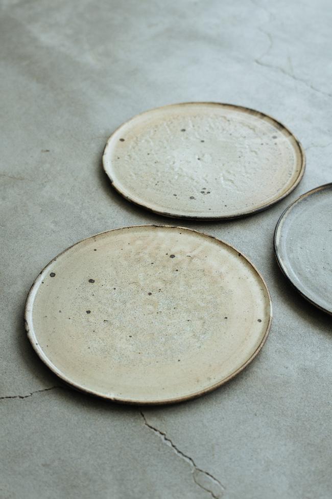 粉引8寸平皿¥7,500/山田隆太郎