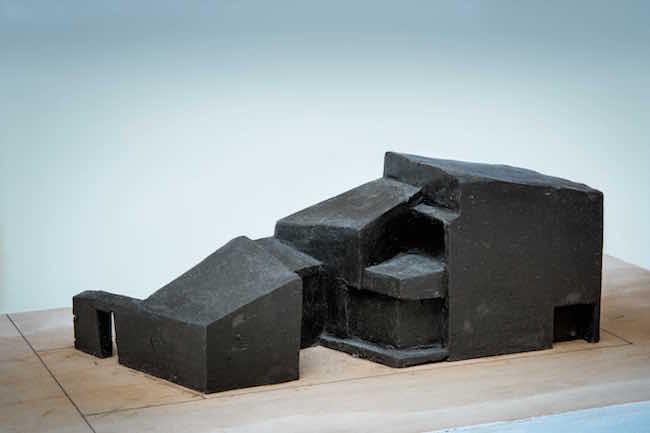 高野保光 「つづら折りの家」粘土によるプロセス模型 ©井上裕太