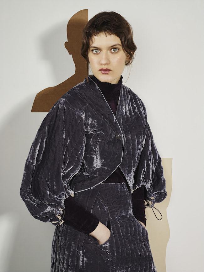 ジャケット ¥55,000、スカート ¥56,000