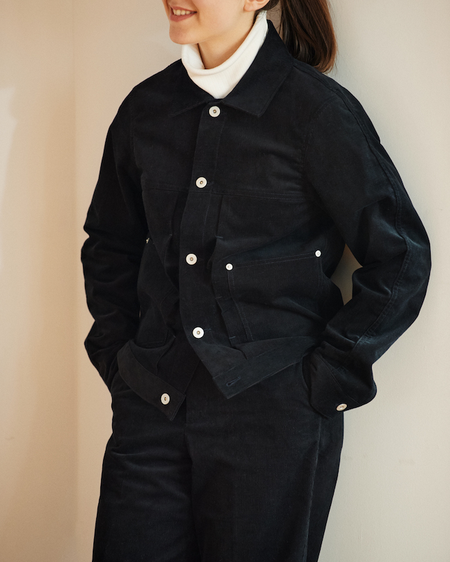 ワークジャケット ¥44,000、パンツ ¥24,000