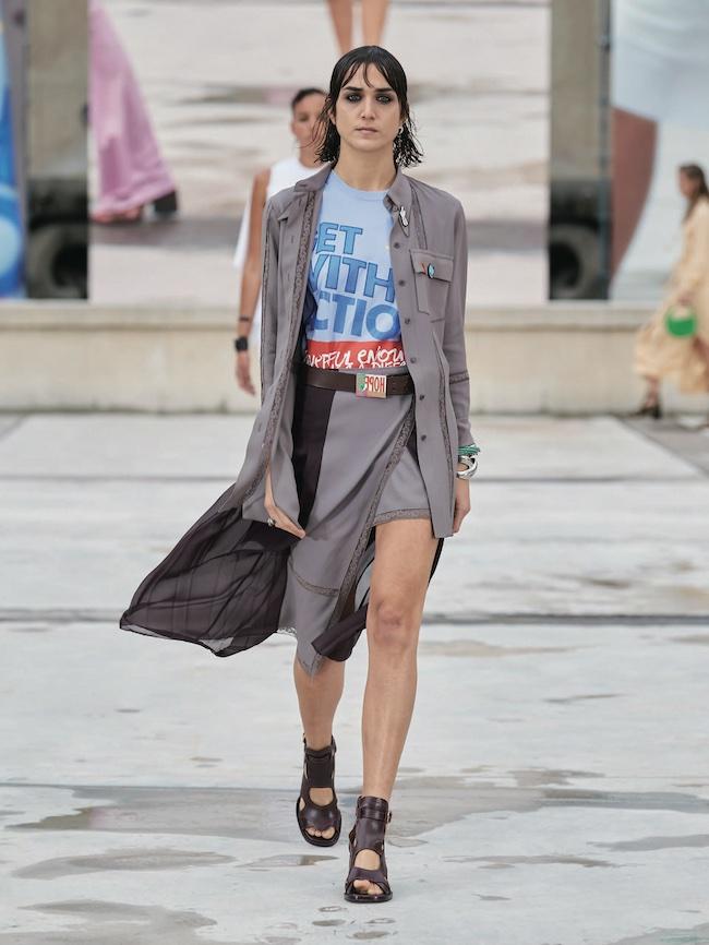 """パリの街角を舞台に発表した、クロエの2021年春夏コレクション""""A SEASON IN HOPE""""より"""
