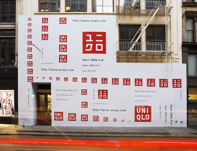 グローバル旗艦店「ユニクロソーホー ニューヨーク店」 屋外広告(工事中店舗の仮囲い)(2006年)