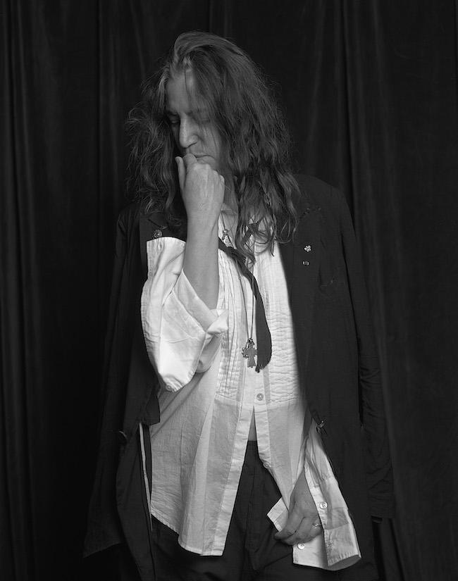 こちらもお気に入りのカット。「2009年に、ドキュメンタリー映画『パティ・スミス:ドリーム・オブ・ライフ』のプロモーションで来日した時の写真。やっぱりロバート・メイプルソープ先生が撮った『HORSES』のアルバムジャケットの白いシャツにネクタイ姿は撮りたいですよね。自分が影響受けた写真へのオマージュみたいな感じです」