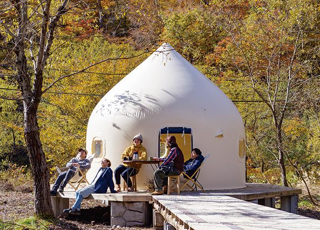 モンゴル遊牧民の移動式住居のようなテント。4名以上なら宿泊エリア全体を貸し切りにもできる。