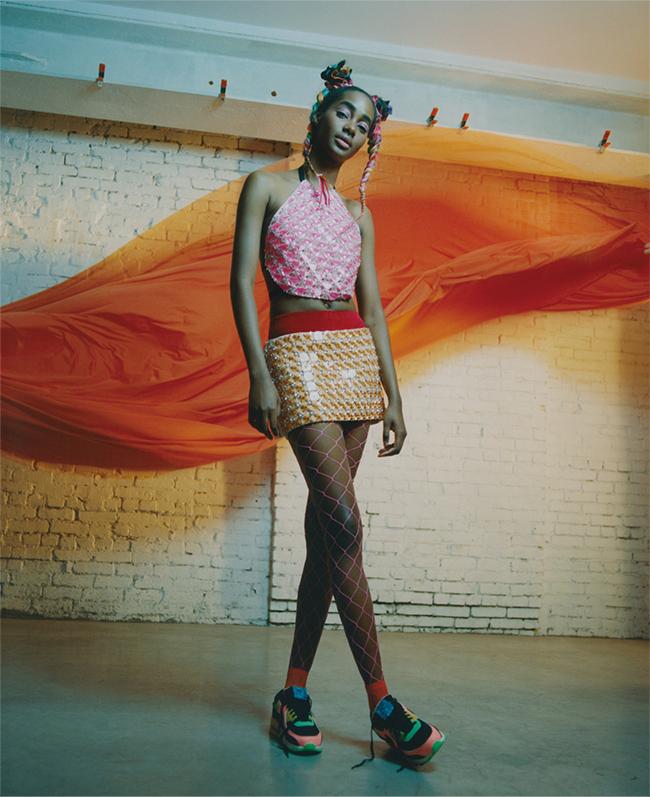 トップ¥455,000 スカート¥610,000 ブルマ¥61,000(すべて予定価格)/Miu Miu(ミュウミュウ クライアントサービス 0120-451-993) タイツ/Falke(www.falke.com) ソックス/ The Sockman(www.thesockman.com) シューズ¥13,000/Nike Sportswear(ナイキ カスタマーサービス 0120-645-377)