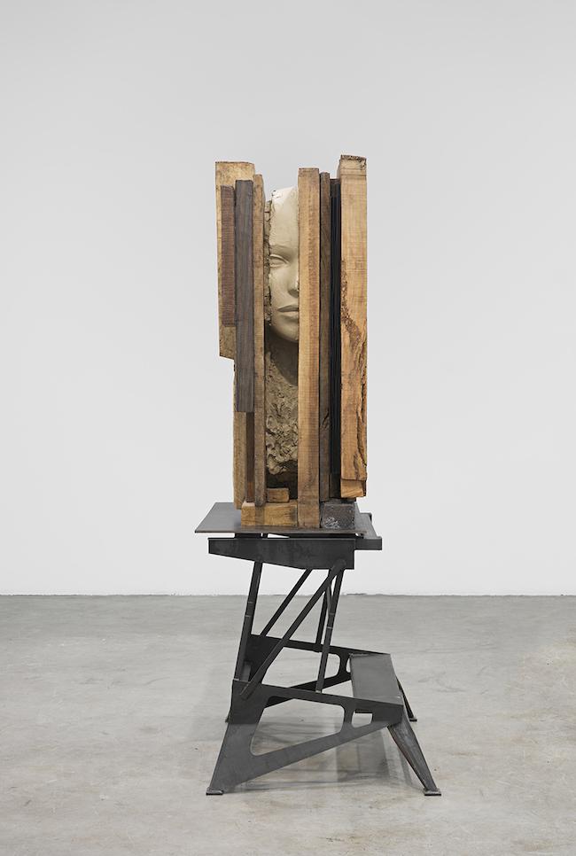 マーク・マンダース 『未焼成の土の頭部』 (2011-14年) Courtesy: Zeno X Gallery, Antwerp & Tanya Bonakdar Gallery, New York/Los Angeles Photo: Genevieve Hanson