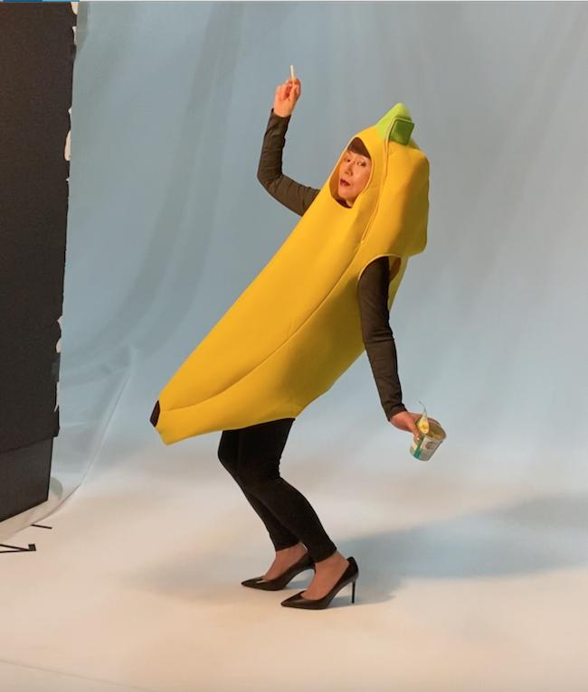 バナナの着ぐるみを着ても可愛い小泉今日子さん。じゃがりこ案はご本人のアイデア。