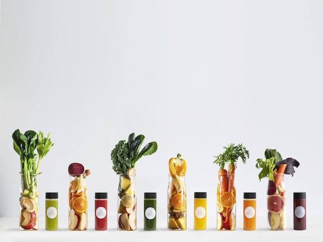 「スロージュース」300ml ¥850〜。各ジュースには、各左の量のフルーツと野菜をぎっしりと搾汁。