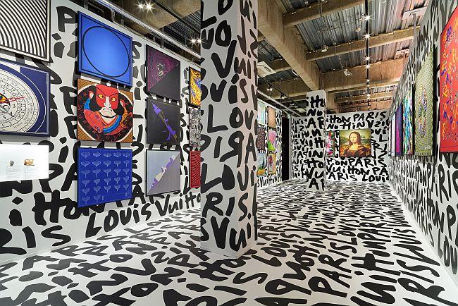 「シルクを彩るアート」の部屋
