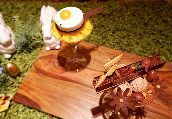「イースター目玉焼きパフェ」¥2,640 「ウサギとお花畑そしてたまごパフェ」¥3,080(ともに税込、サービス料別)