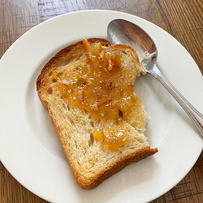 トーストすると小麦の味が香ばしくなる。