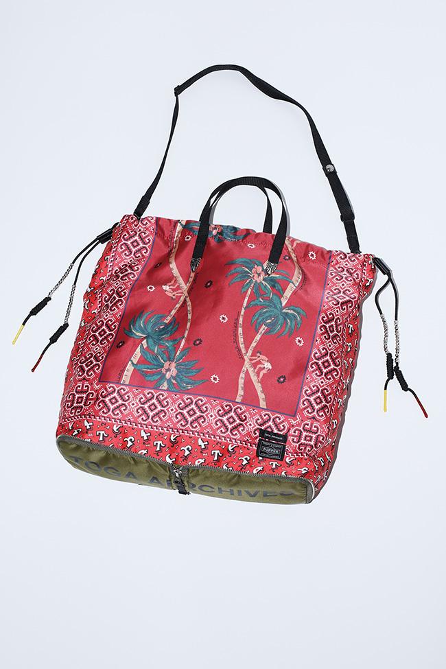 Packable tote ¥44,000(ベージュ/ブルー/レッド/ブラック)
