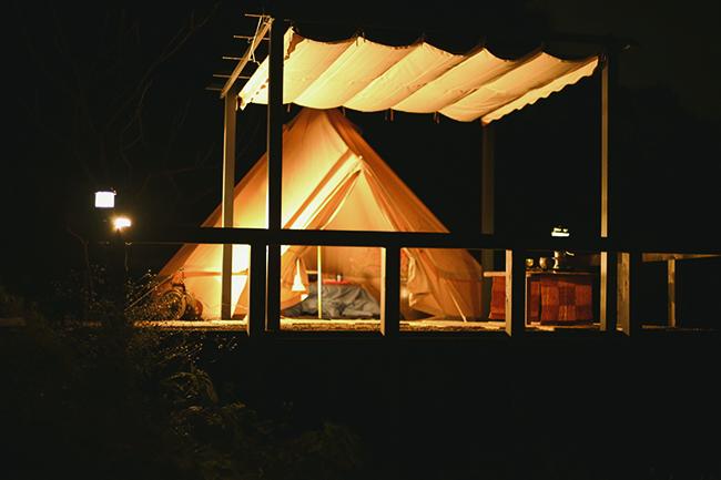 10張のグランピングテントが今春にお目見え。
