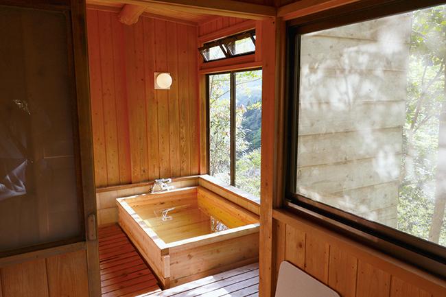眺めのいい貸し切り風呂が別棟に。