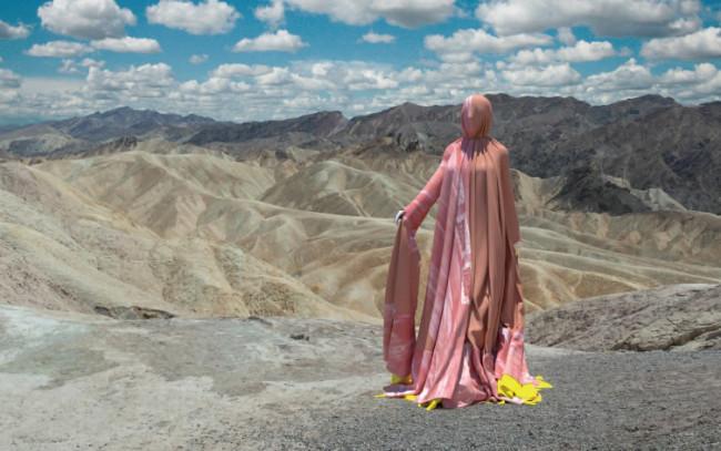 パリ・ファッションウィークのランウェイ画像をAIに学習させ、デザインされた2019年のデジタルクチュールコレクション「DEEP」より。 www.thefabricant.com