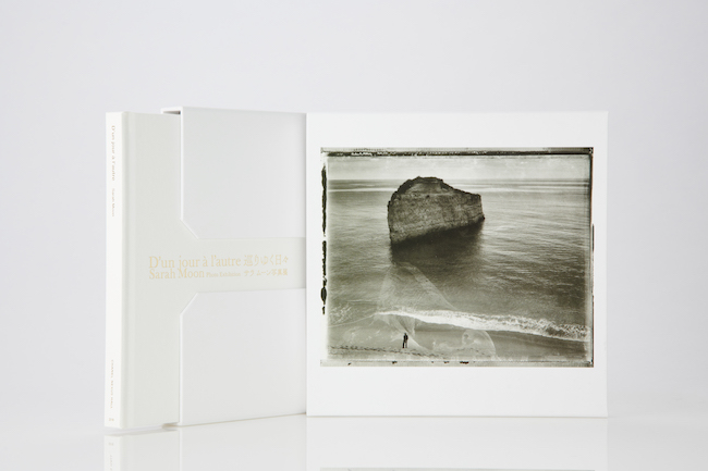 サラ・ムーン展の図録より。 ©CHANEL